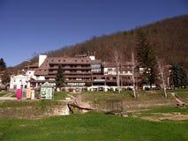 Sijarinjskabanja, kuuroord, kuuroord in Zuid-Servië, Hotelgeiser Stock Fotografie