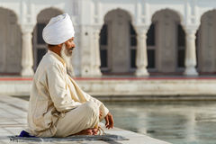 Sikh dans une prière d'oblitération Photos stock