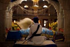 Sikh del sacerdote del altar de Paonta Sahib Foto de archivo libre de regalías