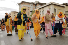 Sikh devotees sweep the road barefooted at 2013 Baisakhi festival in Brescia Stock Photos