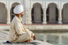 Sikh in een afstempelinggebed Stock Foto's