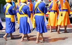 Sikh- män på en klosterbroder samlar royaltyfri bild
