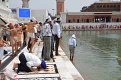 Sikh prays on the banks of the sacred lake Royalty Free Stock Images