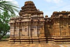 Sikhara стиля vimana Dravidian и взгляд Devakoshthas на южной стене Jain висок, Jinalaya, известное как Jaina Narayana, p стоковые фото