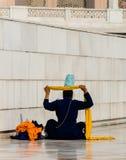 Sikhijski naprawianie jej turban Fotografia Royalty Free