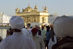 Sikhpilgerer beim Harmandir Sahib stockfotografie