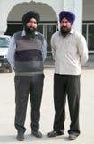 2 sikhs смотрят где-то в Дели, Индии Стоковое Фото