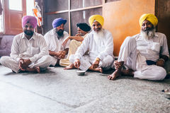Sikhs man in free canteen in Golden Temple Stock Photography