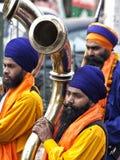 Sikhs met reusachtige trompet bij een viering in New Delhi, India Royalty-vrije Stock Afbeeldingen