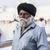 Sikhs y gente india que visitan el templo de oro Fotografía de archivo libre de regalías