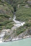 Siklawa bieg puszek góra w Alaska Zdjęcie Royalty Free