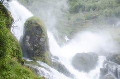 Siklawa Norwegia, Jostedalsbreen park narodowy - zdjęcie stock