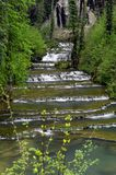 Siklawa i baseny Baume les messieurs w Francja Obrazy Royalty Free