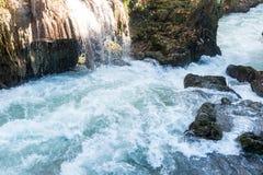 Siklawa i rzeka Zdjęcia Royalty Free