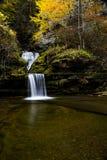 Siklawa Kąpać się w jesieni, spadku/Barwi Nowy Jork - zasłony kaskada przy Hawańską roztoką - Obraz Stock