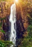 siklawa kamienia zieleni mech las tropikalny Nuwara Eliya Devon Spada asia Sri Lanka obraz royalty free