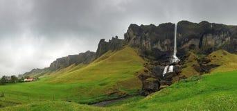 Siklawa krajobraz, południowo-wschodni Iceland - panorama Zdjęcie Stock