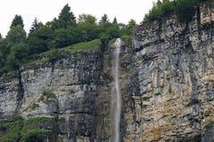 Siklawa która opuszcza z wierzchu góry Obrazy Royalty Free