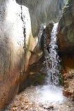 Siklawa między ścianami sapte scari jar od Brasov Zdjęcie Stock
