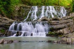 Siklawa na halnej rzece zdjęcie royalty free