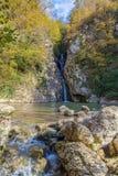 Siklawa na rzecznym Agura Sochi park narodowy Rosja Obrazy Royalty Free