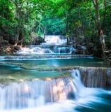Siklawa przy Huay Mae Khamin parkiem narodowym, Tajlandia Obrazy Royalty Free