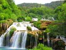 Siklawa przy krka parkiem narodowym zdjęcia royalty free