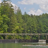 Siklawa przy Pólnocna Karolina jeziorem Fotografia Royalty Free