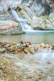 Siklawa strumień skały Obrazy Royalty Free