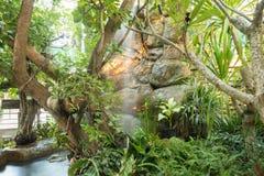 Siklawa strumień przy parkiem Obraz Royalty Free
