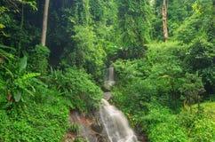 Siklawa w dżungli przy Chiang Raja, Tajlandia Fotografia Royalty Free