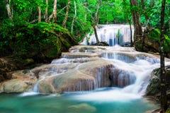 Siklawa w dżungli przy Erawan parkiem narodowym Zdjęcie Royalty Free
