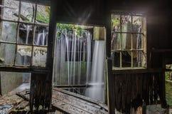 Siklawa w fabryce zdjęcia royalty free