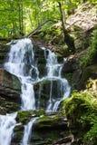 Siklawa w górach Fotografia Royalty Free