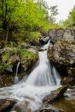 Siklawa w górach Zdjęcia Royalty Free