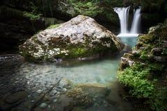 Siklawa w jeziorze Zdjęcie Royalty Free