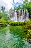 Siklawa w lato lesie Zdjęcie Stock