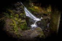 Siklawa w Lumsdale dolinie, Matlock, Derbyshire, Szczytowy Dist zdjęcie stock