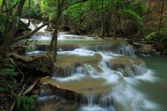 Siklawa w naturze, huay mae khamin parka narodowego thaila Zdjęcia Royalty Free