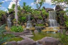 Siklawa w ogródzie przy jawnym parkiem Obrazy Stock