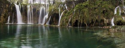 Siklawa w parka narodowego Plitvice jeziorach Fotografia Royalty Free