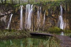 Siklawa w parka narodowego Plitvice jeziorach Zdjęcia Royalty Free