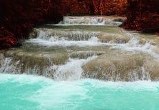 siklawa w tropikalny las deszczowy kaskadzie w las wody spływaniu w tro Fotografia Stock