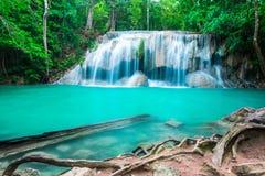 Siklawa w tropikalnym lesie przy Erawan parkiem narodowym Obrazy Stock