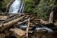 Siklawa z g?rami w kraju Sri Lanka fotografia stock