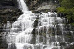 Siklawa zamknięta up w Norwegia fjord obrazy royalty free