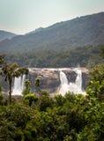 Siklawy Athirapally frontowy widok od odległości zdjęcie royalty free