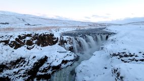 Siklawy pokrywa z śniegiem w miastowym Iceland zbiory wideo
