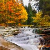 Siklawy, spadki, jesień, krajobraz Zdjęcia Royalty Free