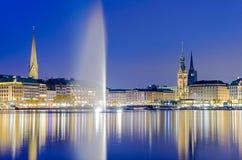 Sikt över Binnenalsteren, Hamburg, Tyskland fotografering för bildbyråer